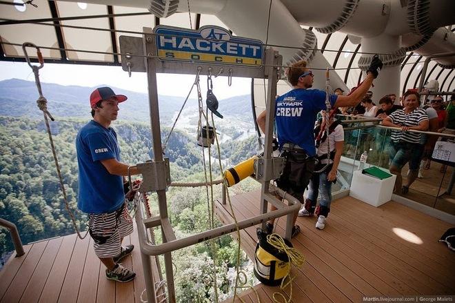 Độc đáo với cầu treo đi bộ dài nhất thế giới