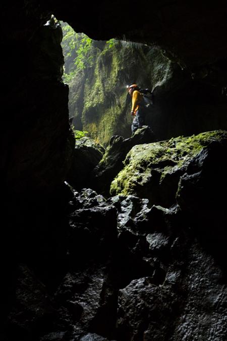 Theo ryan deboodt khám phá hang va - hang nước nứt