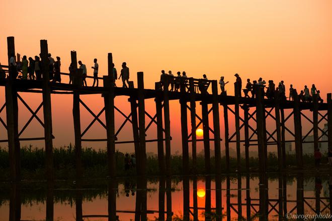 Hoàng hôn trên cầu gỗ u bein dài nhất thế giới