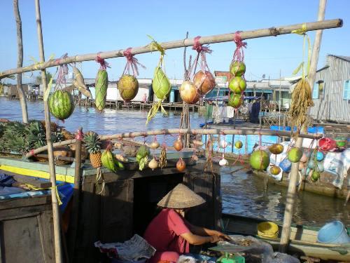 Chèo thuyền đi chợ cái răng mùa nước nổi