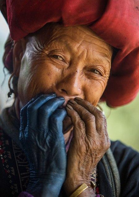 Nụ cười ẩn đầy hạnh phúc của người việt nam trên báo nước ngoài