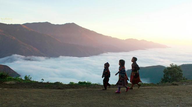Ngắm biển mây bồng bềnh hùng vĩ trên đỉnh tà xùa