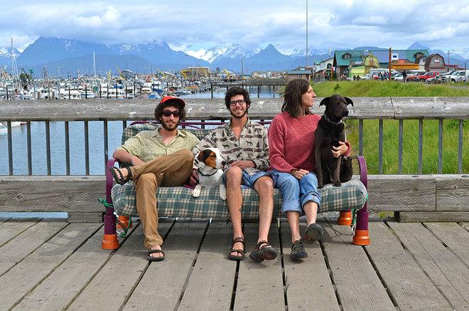 Phượt độc đáo cùng thú cưng và ghế sofa