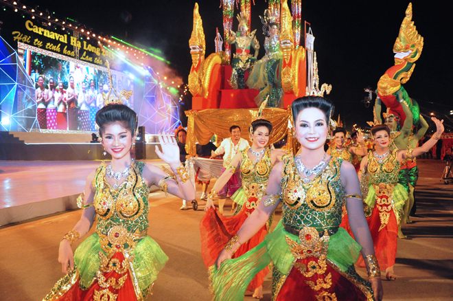 Nhìn lại đêm hội carnaval hạ long 2015 rực rỡ trong sắc màu
