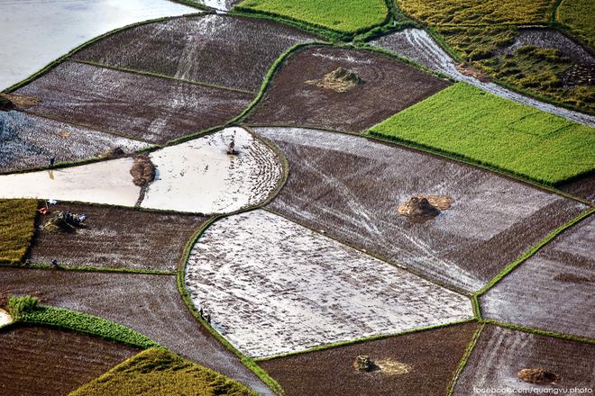 Nông dân bắc sơn dệt ra những tấm vải đầy màu sắc