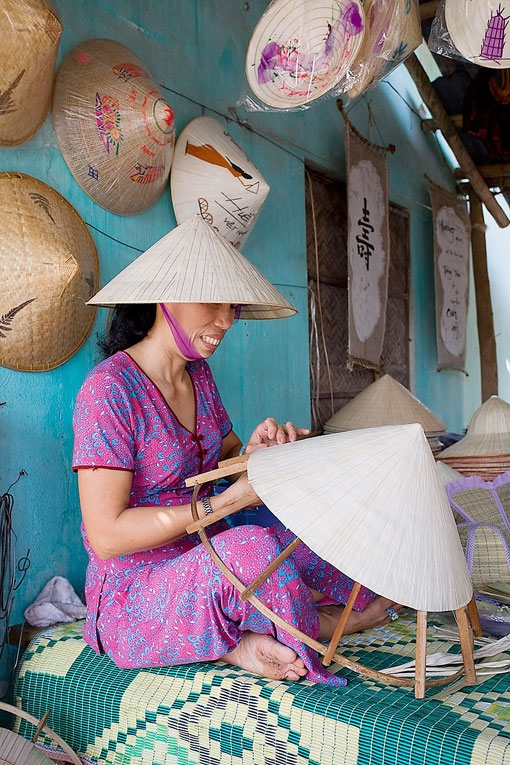 Đến huế mục sở thị làng nghề nón lá tây hồ