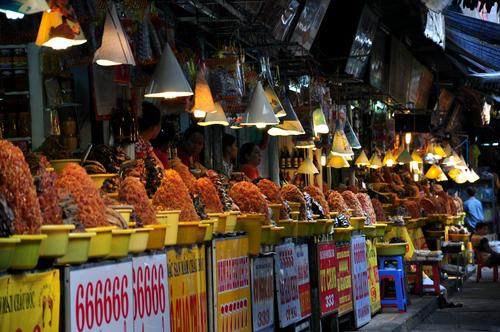 Đi dạo vương quốc mắm ở chợ châu đốc