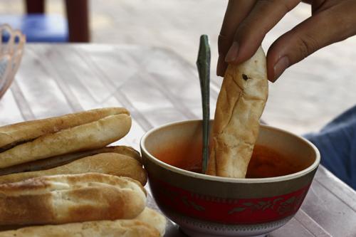 Bánh mì cay hải phòng thơm giòn ngon mà không ngán