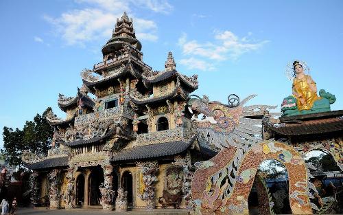 Du xuân vãng cảnh chùa ở đà lạt