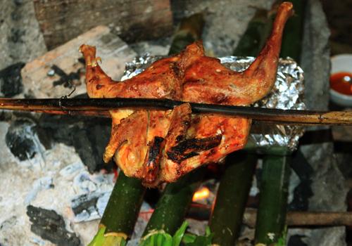 Mê mẩn hương vị gà nướng của núi rừng tây nguyên