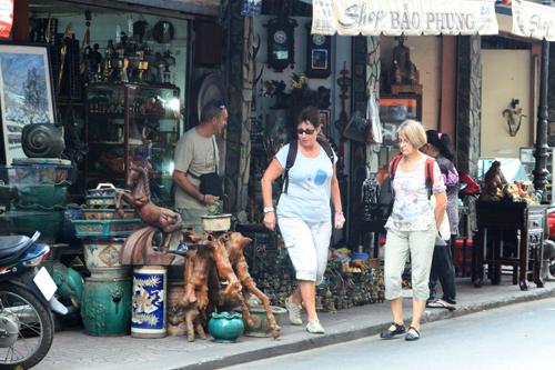 Rảo bước qua những con phố độc đáo ở sài thành