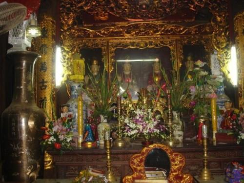 Cuối năm đi chùa lễ tạ