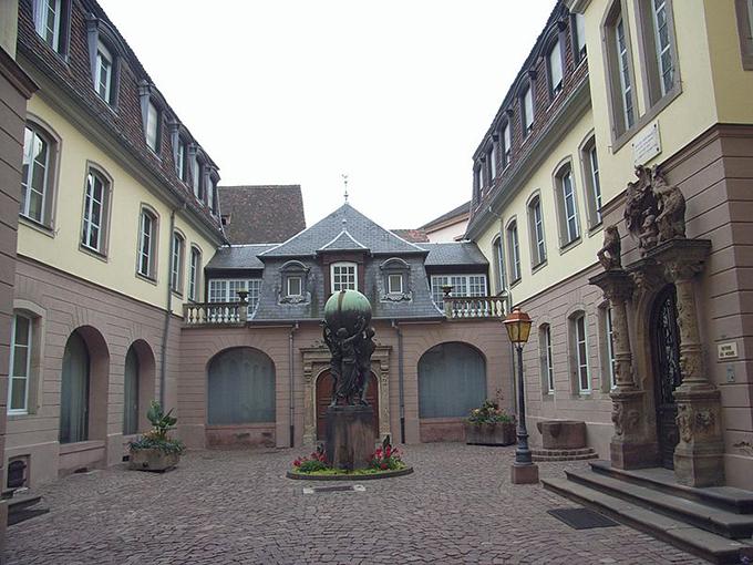 Đến thăm thành phố trong truyện cổ tích colmar