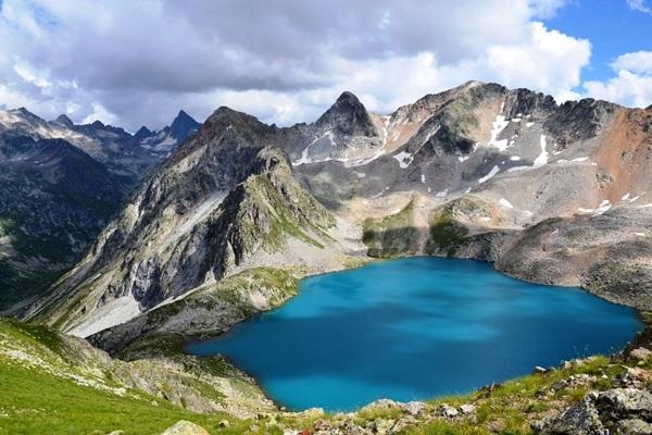 6 hồ nước nguy hiểm nhất thế giới mang vẻ đẹp thiên đường