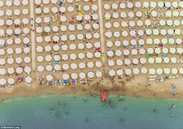 Độc đáo với loạt ảnh biển adriatic nhìn từ trên cao