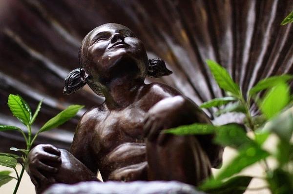 Câu chuyện đằng sau bức tượng cậu bé đi tè hạnh phúc ở brussel bỉ