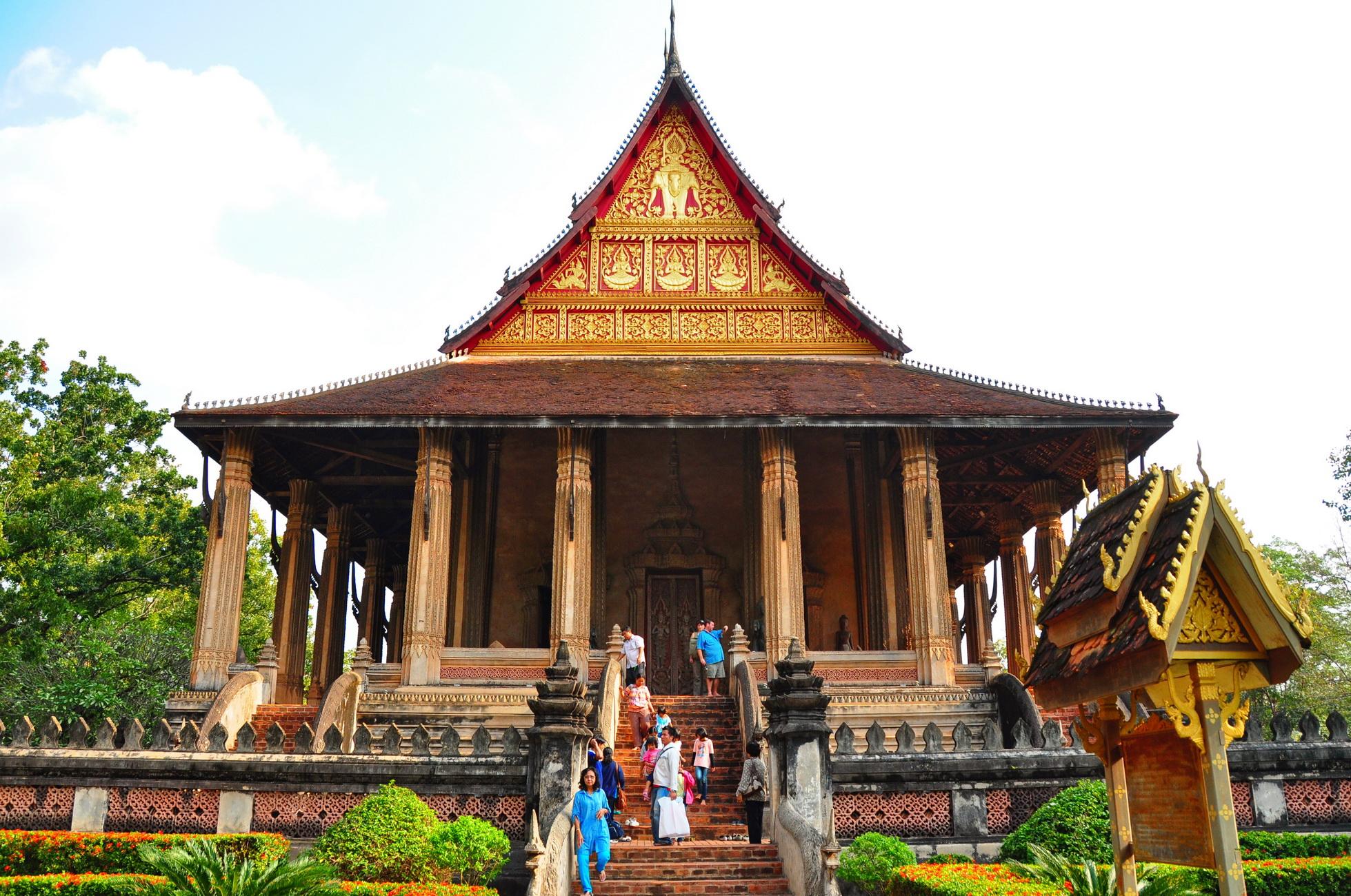 Thăm những ngôi chùa cổ kính ở viêng chăn