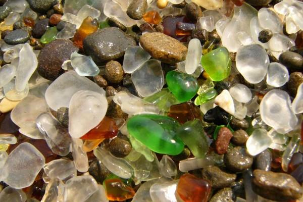 Độc đáo bãi biển thủy tinh ở california