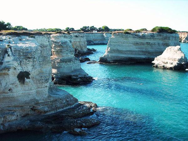 Khám phá 10 bãi biển có mỏm đá đẹp nhất thế giới