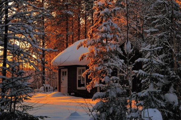 Những ngôi nhà đơn độc giữa tuyết trắng đẹp như tranh vẽ