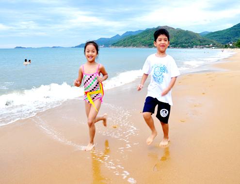 Bãi biển vầng trăng khuyết quy nhơn mê hoặc du khách