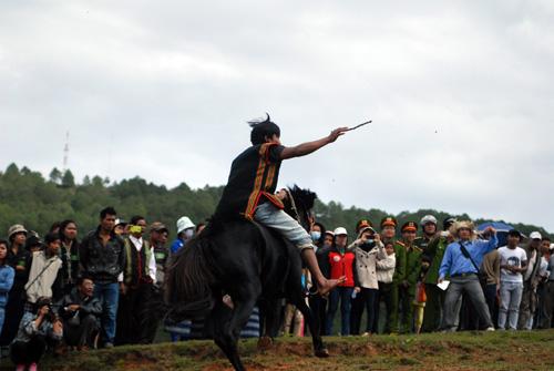 Đua ngựa không yên ở núi langbiang