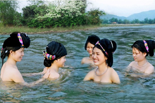 Kỳ thú tắm tiên ở việt nam và các nước