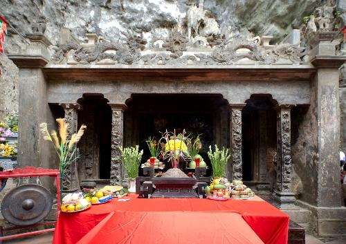 Ngôi đền đa năm giưa rừng ở tràng an