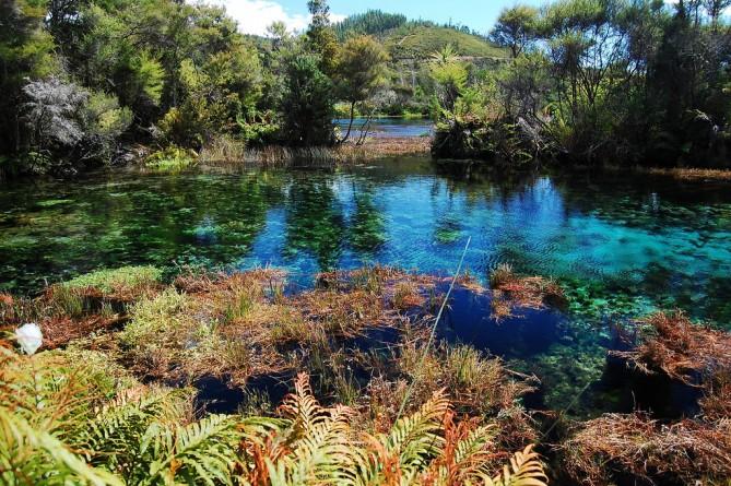 Những hồ nước trong nhất thế giới