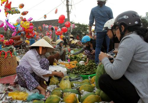 Những phiên chợ chỉ họp một lần mỗi năm