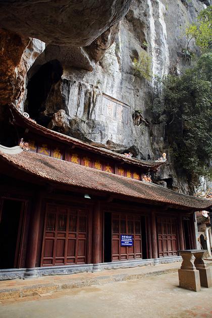 Thưởng ngoạn phong cảnh hữu tình của chùa cổ bích động