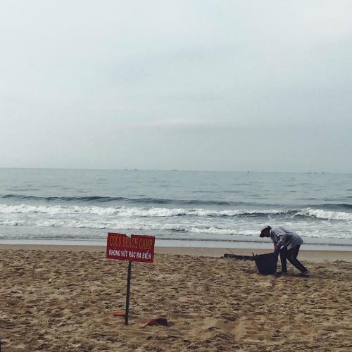 Khu cắm trại bãi biển thu hút hàng trăm khách bụi ở lagi