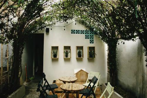 Quán cà phê trang trí mầm xanh ở sài gòn