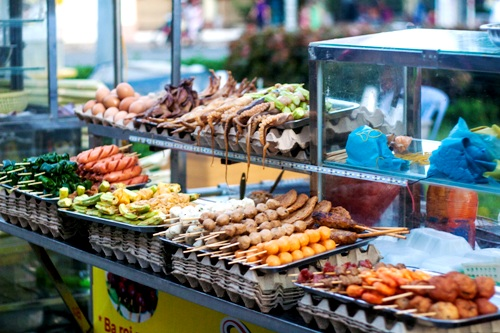 Thế giới đồ ăn vặt bên bến ninh kiều