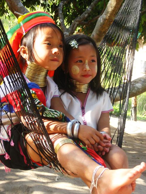 Bộ tộc những cô gái cổ dài ở thái lan