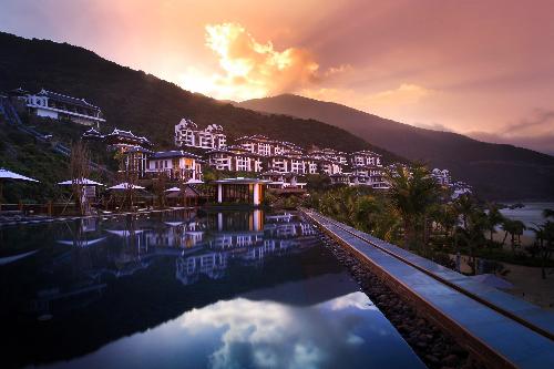 Cận cảnh khu nghỉ dưỡng sang trọng bậc nhất châu á 2015