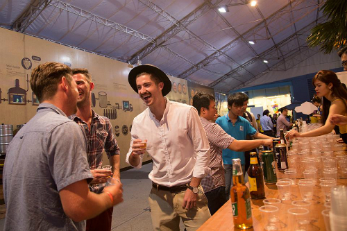 Hàng nghìn người tham dự lễ hội bia việt nam