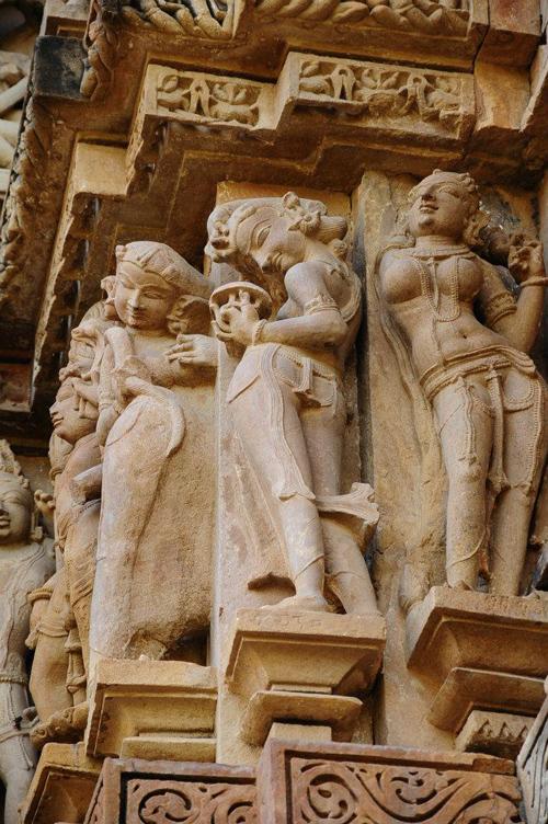 Hàng trăm tượng phòng the trong đền thiêng ấn độ