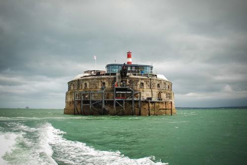 Khách sạn pháo đài 134 tuổi giữa lòng đại dương