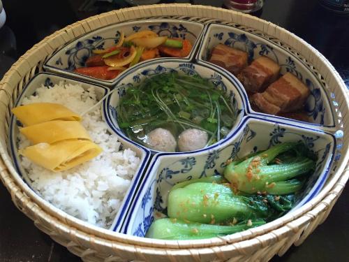 Mâm cơm việt đặc trưng bốn món ở sài gòn