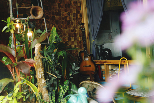 Quán cà phê trang trí nhiều đồ vật cũ ở đà lạt