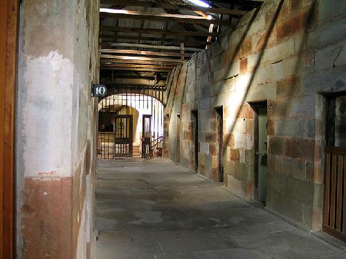 Nhà tù không lối thoát ở australia