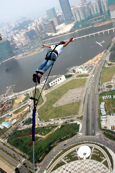 Nhảy bungee ở tháp macau