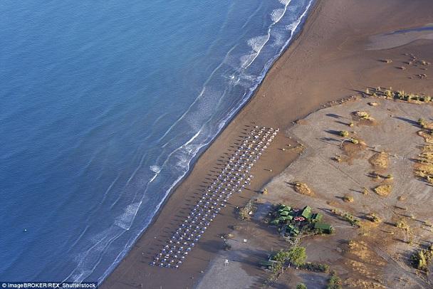 Những bãi biển hoang sơ đẹp tựa thiên đường ở địa trung hải