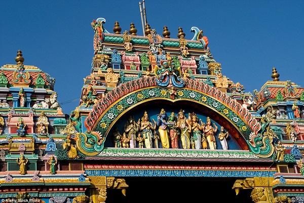 Cận cảnh ngôi đền meenakshi màu mè và lâu đời nhất ấn độ