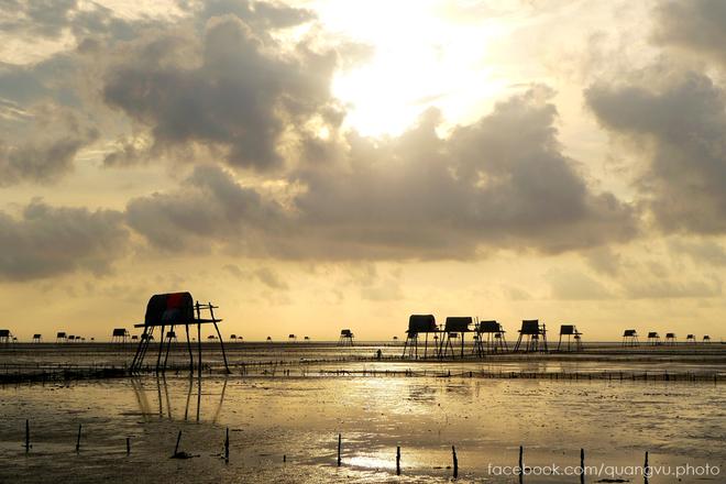 Biển cồn vành hút khách ngày nắng