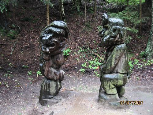 Những bức tượng kỳ quái ở đồi phù thủy