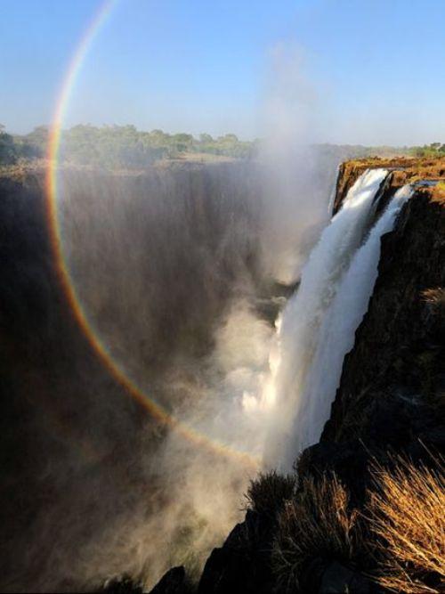 Hồ quỷ dữ tại đầu nguồn thác kỳ quan thế giới