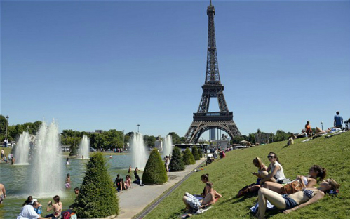 London paris tranh nhau là nơi hút khách nhất thế giới