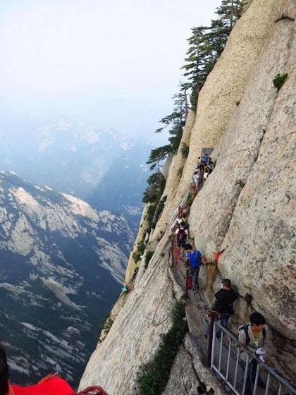 7 đường núi dựng tóc gáy trên thế giới